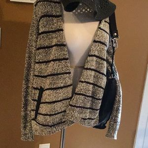 Beautiful Lou & Grey sweater size medium